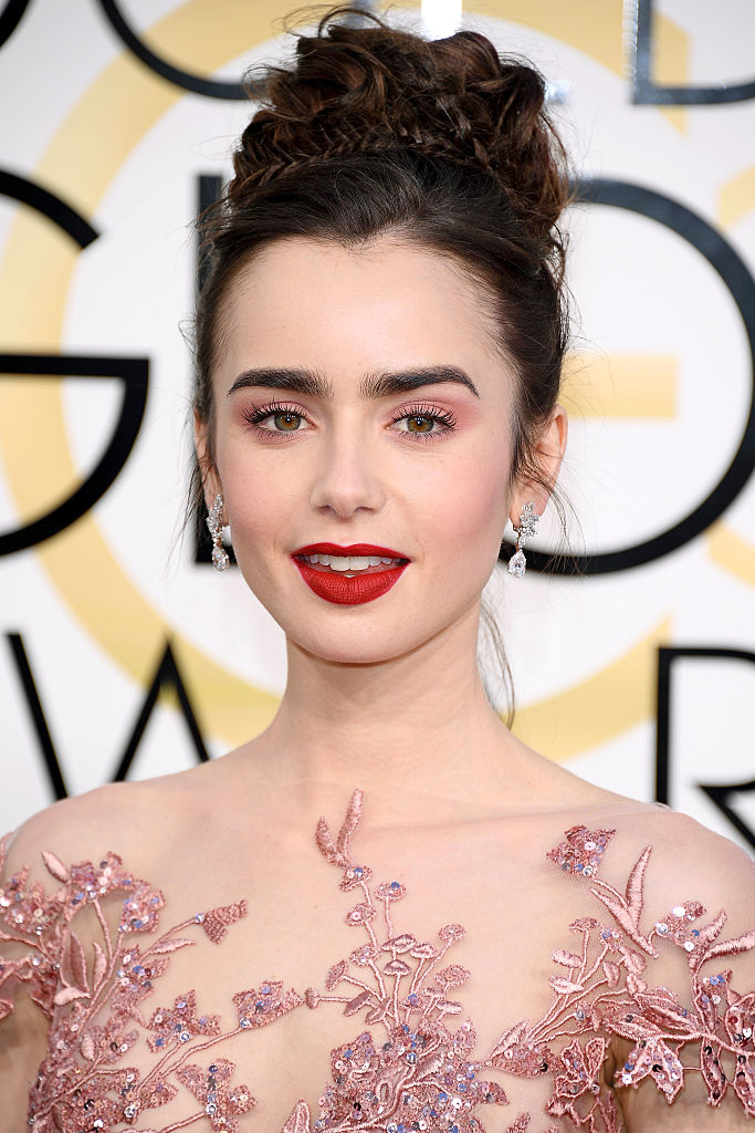 BEVERLY HILLS, CA - JANUARY 08: Lily Collins attends the 74th Annual Golden Globe Awards at The Beverly Hilton Hotel on January 8, 2017 in Beverly Hills, California. (Photo by Venturelli/WireImage) credits @Getty Images